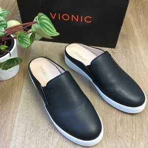 Vionic NWT Black Leather Slip on Sneakers sz 7.5
